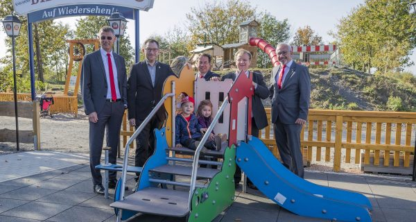 IKS builds a mini playground for children on the Alm
