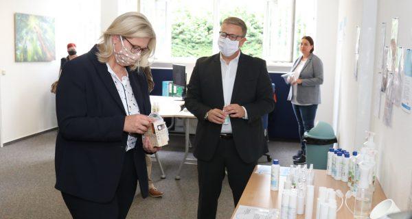 Neuansiedlung: Wirtschaftsministerin Rehlinger besucht Apuro GmbH